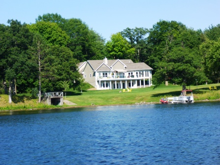 Beautiful lakeside homes 3