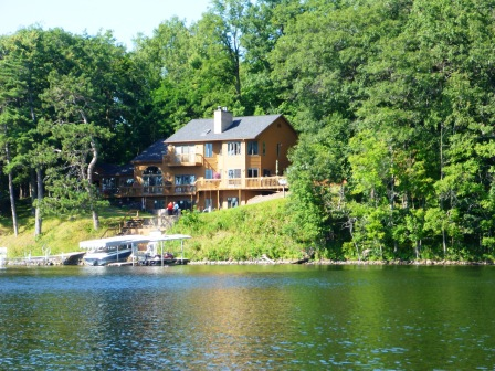 Beautiful lakeside homes 4
