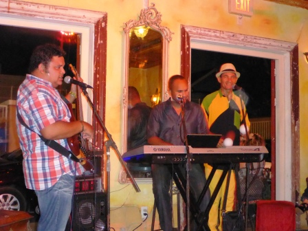 Cuban band at Mundos